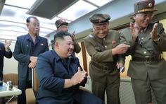 Ông Kim Jong Un lại đích thân giám sát vụ phóng thử tên lửa mới nhất