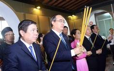 Lãnh đạo TP.HCM dâng hương Chủ tịch Tôn Đức Thắng