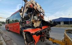 Hai xe khách va chạm, 1 người chết, 20 người bị thương