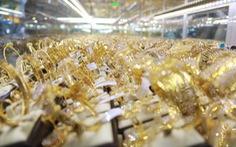 Giá vàng 'lui' hơn 300 ngàn đồng/lượng sau một ngày 'thăng trầm'