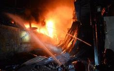 Video: Cháy lớn ở Công ty Rạng Đông, hàng trăm công nhân tháo chạy