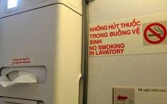 Hút thuốc trên máy bay, mất ngay 4 triệu đồng
