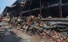 Cận cảnh tan hoang sau vụ cháy Công ty Rạng Đông