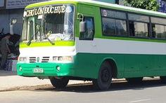 Bắt quả tang xe buýt chở thuốc lá lậu từ Long An về TP.HCM