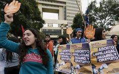 Một nửa bác sĩ ở Chile từ chối phá thai của phụ nữ bị cưỡng hiếp