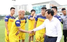 Bộ trưởng Nguyễn Ngọc Thiện thăm thầy trò HLV Park Hang Seo