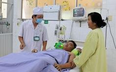 Cứu sống bé trai bị sốc sốt xuất huyết cực nặng