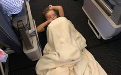 Chuyện bất ngờ xúc động khi một cậu bé tự kỷ 'quậy tưng' chuyến bay