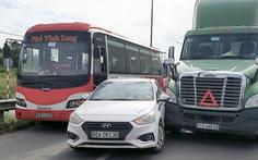 Đường vào cao tốc TP.HCM - Trung Lương tê liệt do va chạm