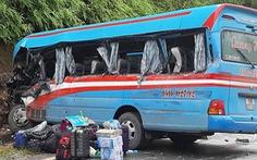 Khởi tố lái xe lấn làn khiến xe chở đoàn thiện nguyện đâm vào vách núi