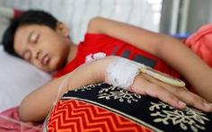 Cảnh giác với biến chứng sốt xuất huyết khó lường ở trẻ em
