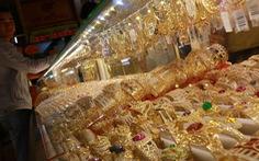 Vàng trong 'cơn điên' tăng giá, lên sát 42 triệu đồng/lượng