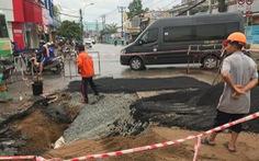 Mặt đường trung tâm quận Thủ Đức sụt lún, sửa chữa liền mấy đêm