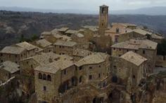 Video: Hàng ngàn ngôi làng bỏ hoang trở thành thị trấn 'ma' huyền bí