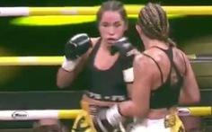 'Ngọn cước ngàn cân' làm gãy tay đối thủ của nữ võ sĩ Magalie Alvarez