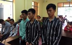 Nhóm thanh thiếu niên cầm dao rựa 'xin 7 con gà' lãnh hơn 35 năm tù