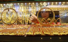 Giá vàng vượt qua 42 triệu đồng/lượng