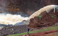 Vẫn chưa xử lý dứt điểm sự cố kẹt van hồ thủy điện Đắk Kar