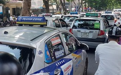 Hiệp hội taxi Hà Nội muốn đối thoại với Thủ tướng