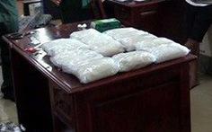Bắt 15kg chất bột nghi ma túy đá tại cửa khẩu quốc tế Hoa Lư