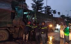 3 xe tải đụng nhau, 1 tài xế kẹt cứng trong cabin