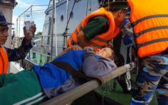 Video: Ăn tối trên biển, nhiều ngư dân bị ngộ độc, một người tử vong