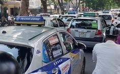 Bộ giao thông vẫn muốn xe taxi công nghệ phải có hộp đèn 'taxi' gắn trên nóc