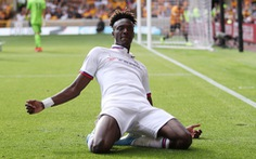 Abraham lập hat-trick, Chelsea đè bẹp 'khắc tinh của những ông lớn'