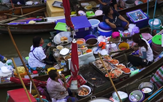 Video: Khám phá món ngon trên chợ nổi Thái Lan