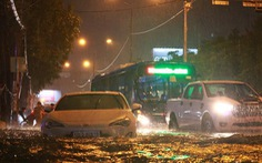 Nam bộ mưa to gió lớn, TP.HCM khó tránh ngập nước