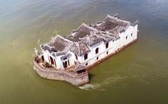 Video: Ngôi đền cổ 700 năm tuổi độc đáo trên dòng sông Dương Tử