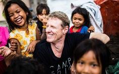 Bỏ Hollywood để đến với  trẻ nghèo Campuchia