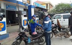Giá xăng dầu giảm nhẹ hơn 100 đồng