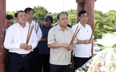 Thủ tướng Nguyễn Xuân Phúc dâng hương tưởng nhớ anh hùng, liệt sĩ tại Thành cổ Quảng Trị