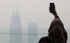 Bó tay vì khói từ Indonesia, Malaysia cầu cứu cả thần linh lẫn ASEAN