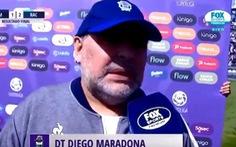 Video biển quảng cáo 'rượt' theo Maradona vì ông không chịu đứng yên