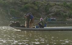 Cất vó trên lòng hồ thủy điện Sơn La mùa nước nổi