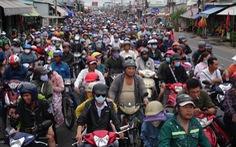 Dòng người nối hàng dài quay lại Sài Gòn sau lễ 2-9