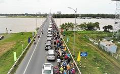 'Trưng dụng' cả hai làn cầu Rạch Miễu để người dân quay lại TP.HCM