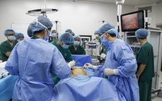 Hai bệnh nhân ung thư được phẫu thuật bằng robot thế hệ mới