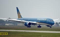 Ống lồng va vào động cơ Boeing của Vietnam Airlines, hành khách mắc kẹt tại Nga
