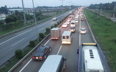 2 vụ tông xe liên tiếp khiến cao tốc TP.HCM - Trung Lương ùn ứ