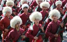 Iran rầm rộ duyệt binh khoe vũ khí tối tân