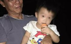 Bé trai 1 tuổi bị bỏ trước cổng chùa cùng lời nhắn 'xin nuôi cháu hết đời'