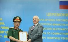 Thượng tướng Nguyễn Chí Vịnh nhận Huân chương hữu nghị của Liên bang Nga