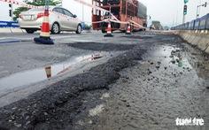 Đường nối cao tốc Đà Nẵng - Quảng Ngãi đầy ổ gà: 'Do kết cấu tạm'