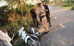 Cưa cây đổ trúng hai nữ sinh, một người chết ở bệnh viện