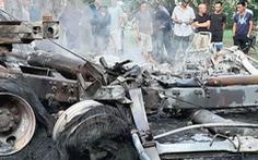 Video: Tài xế chết cháy trong cabin sau va chạm giao thông