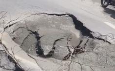 Video: Sau tiếng nổ lớn, một 'hố tử thần'' lớn xuất hiện giữa đường phố