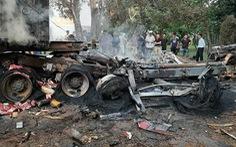 Xe đầu kéo cháy rụi sau va chạm, 1 tài xế chết trong cabin